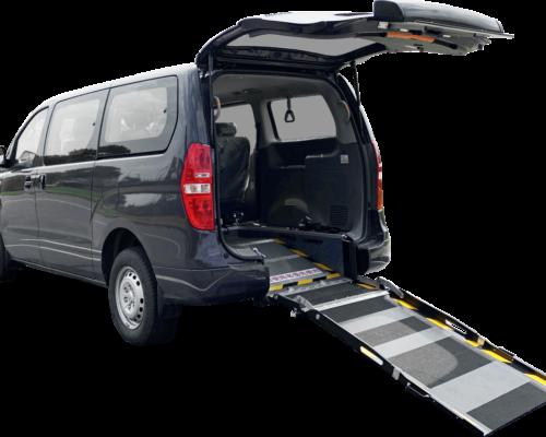 現代STAREX福祉車搭配內嵌式斜坡板